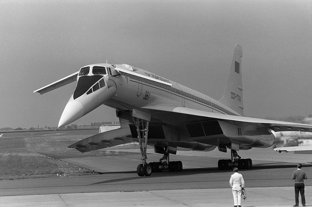 afp.1975.06.04. - Tu-144 a Paris Air Show-n
