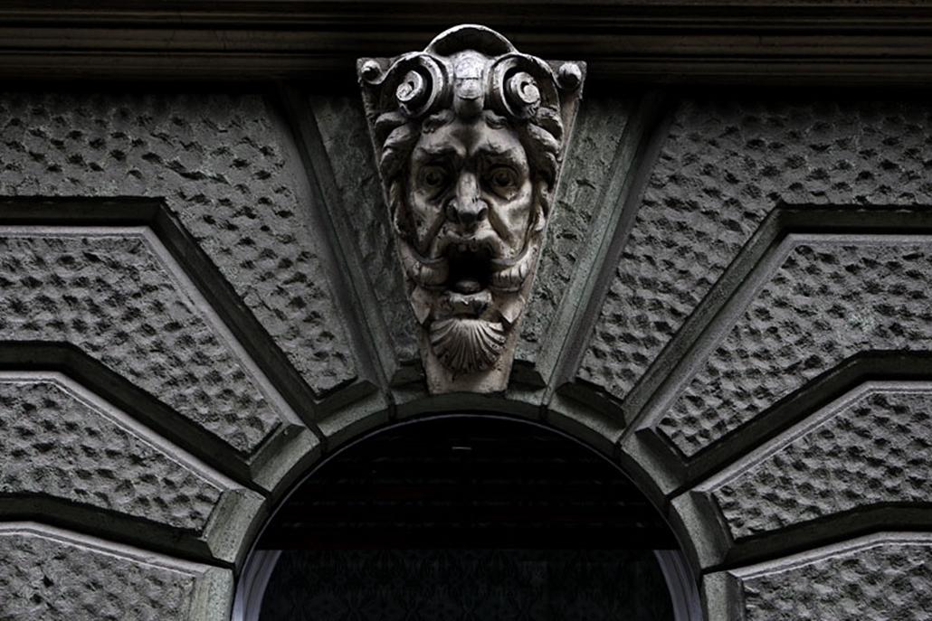 A faunfejek funkciója elűzni a gonosz szellemeket a ház körül.