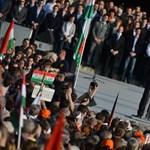 Tömeg és dugó a Békemeneten - Nagyítás-fotógaléria