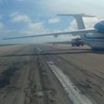 Drámai videó: behúzott futóművel landolt egy utasszállító Szomáliában