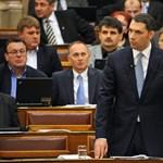 Lázár a képviselők fizetését magyarázta a parlamentben