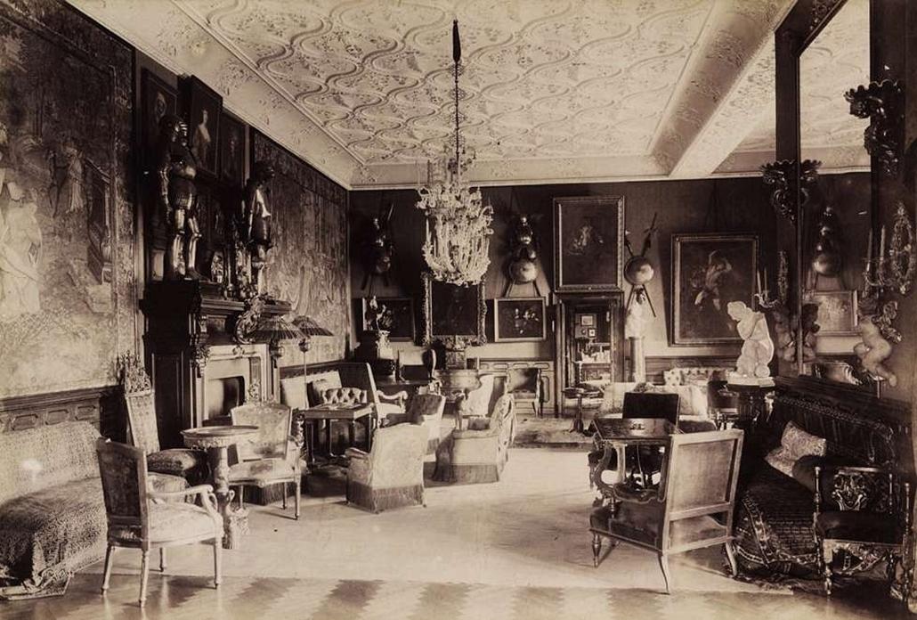 fortep_! - Klösz György kastély nagyítás - Andrássy Gyula gróf miniszterelnök tiszadobi kastélyának nagyszalonja. A felvétel 1895-1899 között készült.