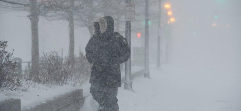 Milliók lapátolják a havat az Egyesült Államokban
