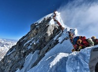 Nepál elismerte, hogy részben a túlzsúfoltság az oka a magas halálozási számnak a Mount Everesten