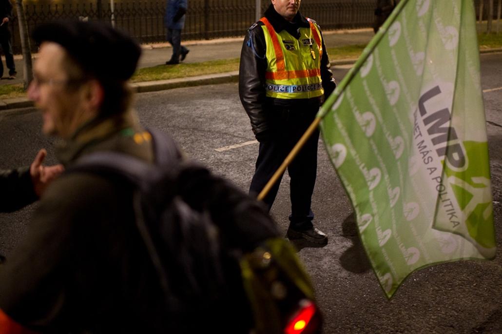 Lmp, tüntetés
