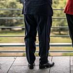Orbán nadrágja nem egyedi baki, de mit vegyen fel egy férfi kánikulában a munkahelyén?