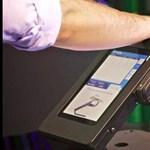 Bőr alatti bankkártya-szkenner Amerikában