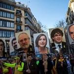 Százezrek tüntettek Barcelonában a katalán függetlenség mellett