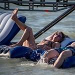 18 embert mentettek ki a vízi rendőrök a Balatonból szombaton