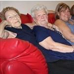 Egy fotón szerepel szépi, üki, dédi, nagyi, a lánygyermek és az unoka