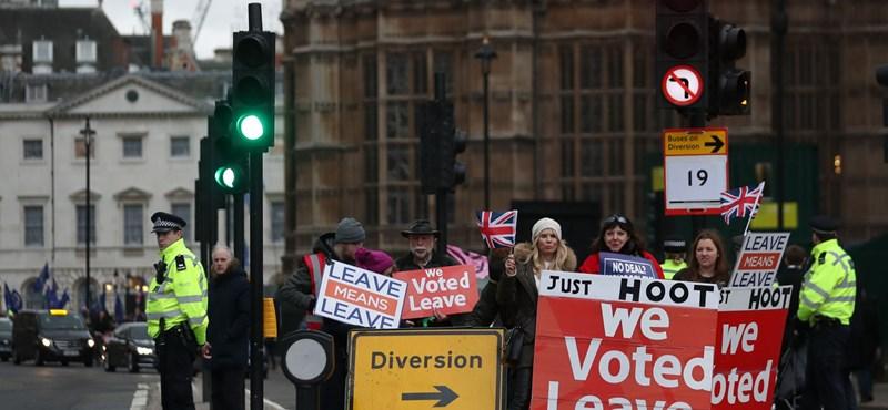 Az iszlámtól félti életmódját a britek harmada