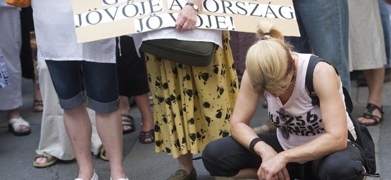 Meghekkelt pedagógus életpálya: a Fideszben is csak pislognak nagyokat