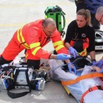 A dolgozók mentették meg egy férfi életét egy óbudai hipermarket előtt