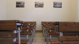 Hétfőtől újabb országban kezdenek el visszaállni a tantermi oktatásra