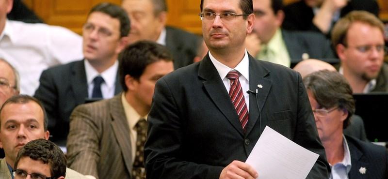 Otthagyja a Jobbikot Hegedűs Tamás volt parlamenti képviselő