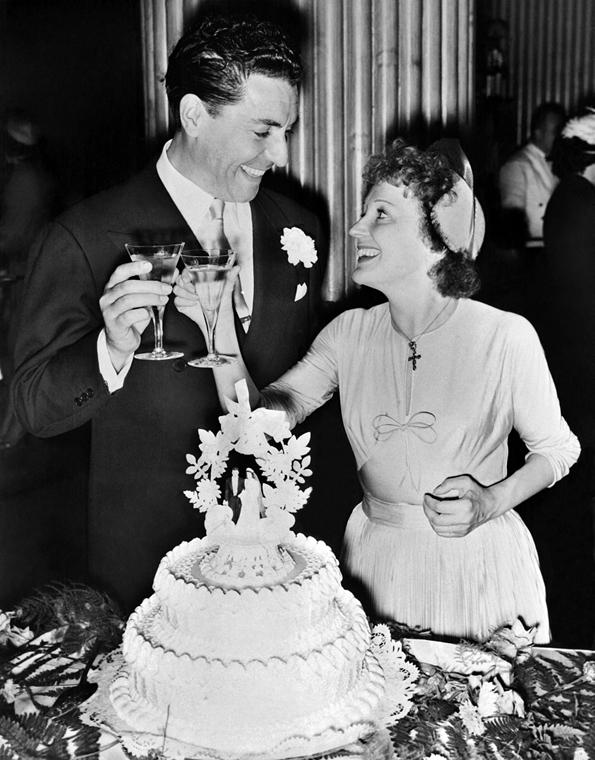 1952. július 29. - New York, USA: Jacques Pills és Edith Piaf esküvője - Edith Piaf