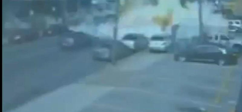 A forgalom közepén robbant fel egy mozgó büfé Philadelphiában – videó