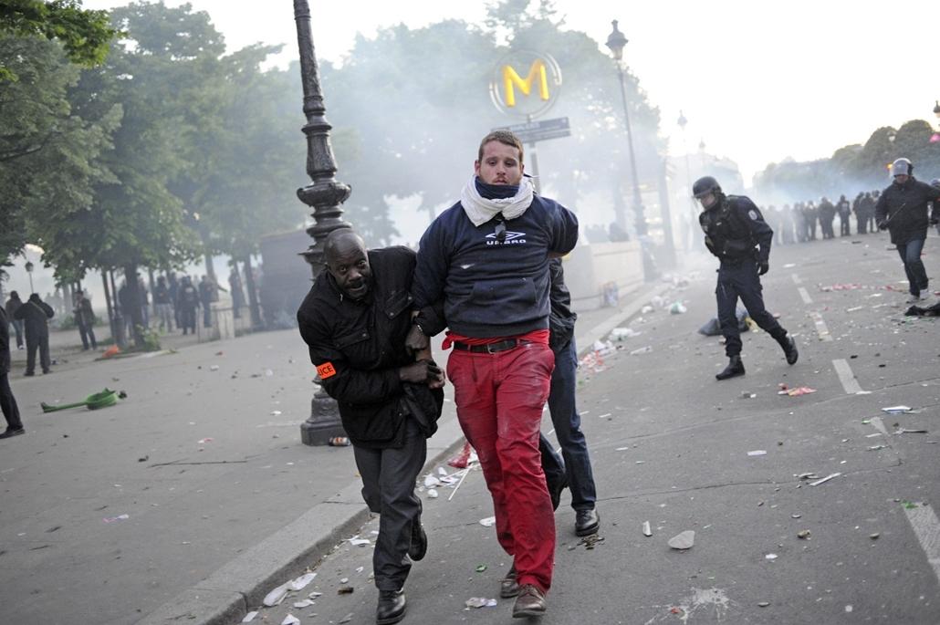 Melegházasság elleni tüntetés Franciaországban
