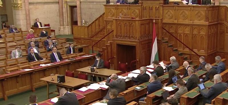 Az ellenzék elutasította saját, kiherélt klímajavaslatát, de a Fidesz megszavazta