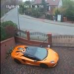 Videó: Bemászott a kerítésen és összevissza karcolt egy Lamborghinit
