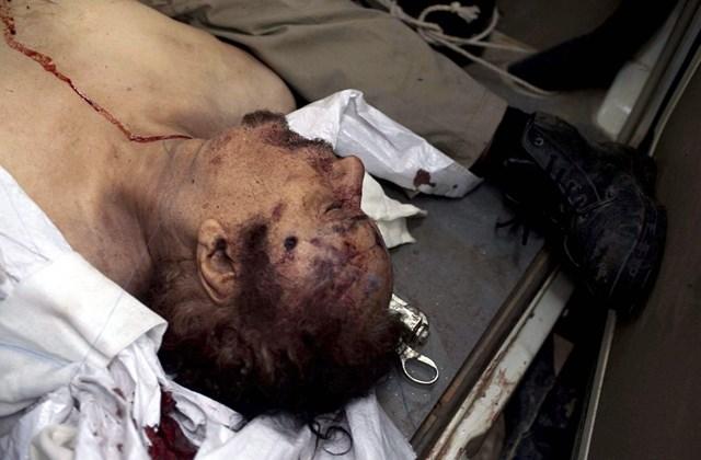 Kadhafi holtteste golyóval a fejében