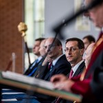 Közhelyeket pufogtatott Varga az Óbudai Egyetem pedagógusnapi ünnepségén