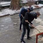 Budapest elesett: Iskoláknál és óvodáknál küzdöttek a jéggel a diákok és szülők