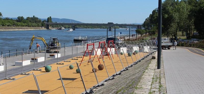 Lehangoló betonsivatag lett a vizes vébé dunaparti sétánya