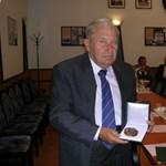 Bánki Emlékérem Szabó Endre nyugalmazott docensnek