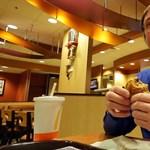 Nagypapi 30 000 hamburgert megevett és még fogyott is