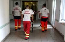 A mentőszolgálat szerint túl bonyolult kiszámítani, mennyi idő alatt érnek ki a betegekhez