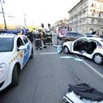 Fotók érkeztek a Dózsa György úti rendőrautó-balesetről