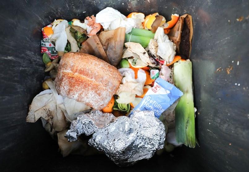 Évente ötvenezer forintnyi élelmiszert dobunk ki a kukába