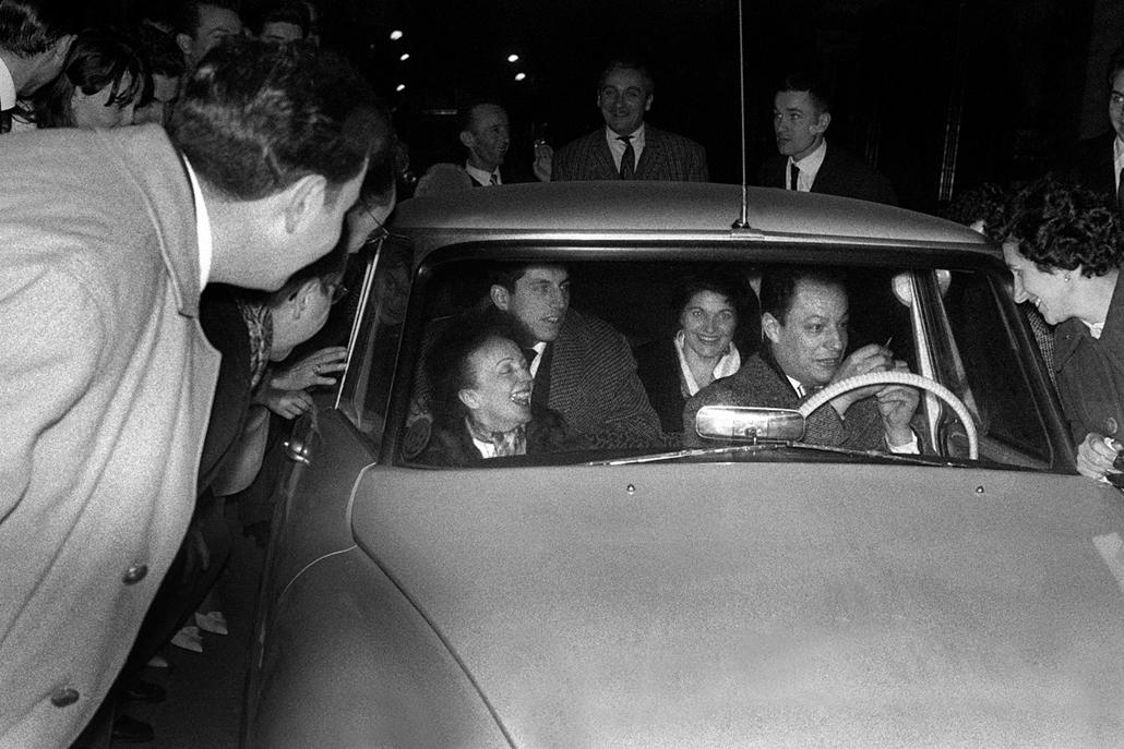 1960. december 30. - Edith Piaf az Olympia színpadán - távozóban