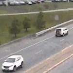 Videó: elképesztő tolatást mutatott be egy autós, mert beragadt a dugóba