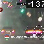 A rendőrök előtt kezdett gyorsulási versenybe két autós Pécsen – videó