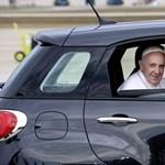 Na, milyen kocsiba ült Ferenc pápa Amerikában?