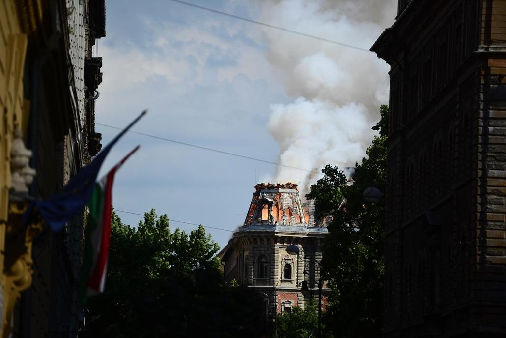 sa.14.07.15. - Kigyulladt egy ház az Andrássy úton - Kodály körönd