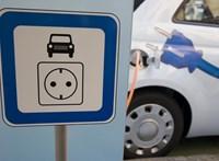 Az elektromos autósokat célozta meg az Aldi, 123 parkolóban lesznek töltési pontok