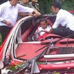 Fékhiba: elektromos autót zúzott egy indonéz miniszter