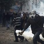 Forrongó Tahrír tér: lemondott egy miniszter