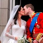 Kate és Vilmos első csókja videón