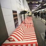 Káprázatos! Kanapékkal szerelték fel a párizsi metrót