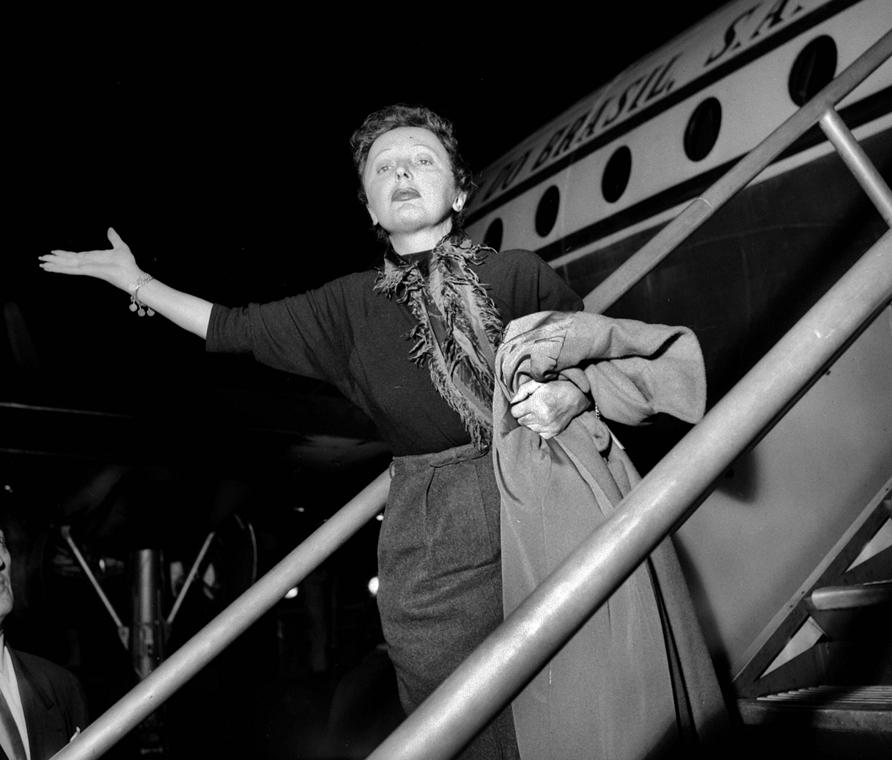 1961. január - Párizs, Franciaország: fellépés az Olympyában - Edith Piaf