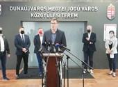 Elnökfelvonulást tartott az ellenzék az új, százmilliárdos fideszes gazdasági övezet ellen