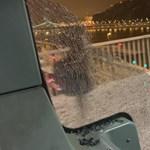 Kitört üveggel is tovább hajtott a budapesti busz, az utasok levideózták