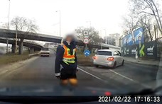 Videó: Menekülni kezdett egy autós a Kacsóh Pongrác úton, miután kiintették a rendőrök