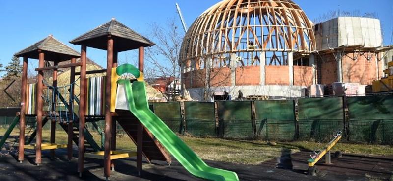Zúdítja a pénzt a református gyülekezetekre az Orbán-kormány