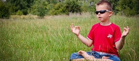 Jöhet az iskolai meditálás? Van, ahol már bevezették