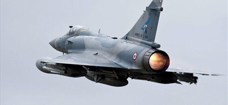 Ezekkel a fegyverekkel háborúzik Franciaország Maliban - videó